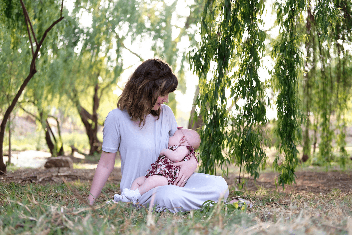 Momsy, Momsy: Breastfeeding in style and ease.
