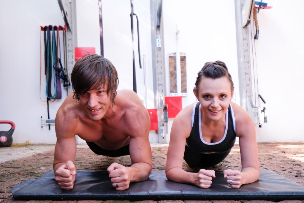 Couples Fitness planking