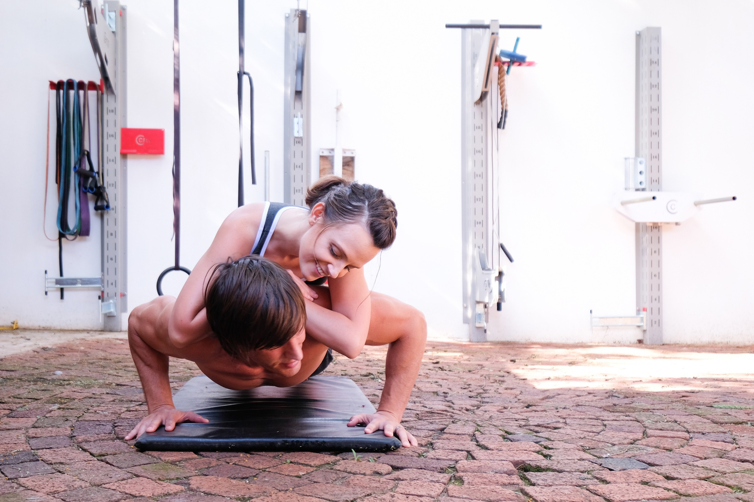 Couples Fitness weighted push up 3