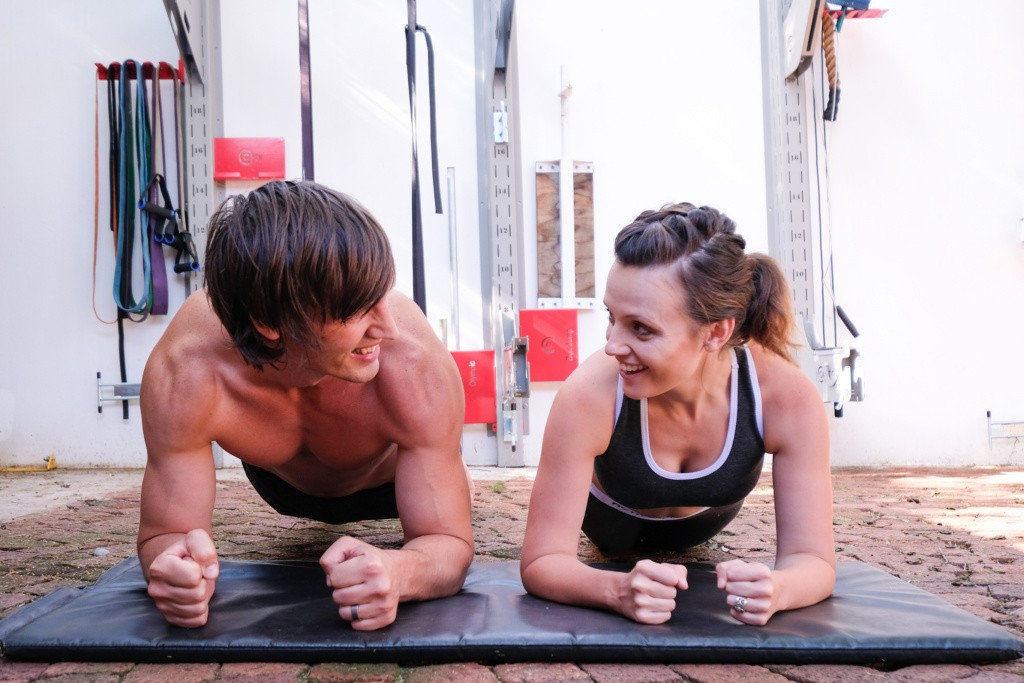 Fit Couple Planking.1