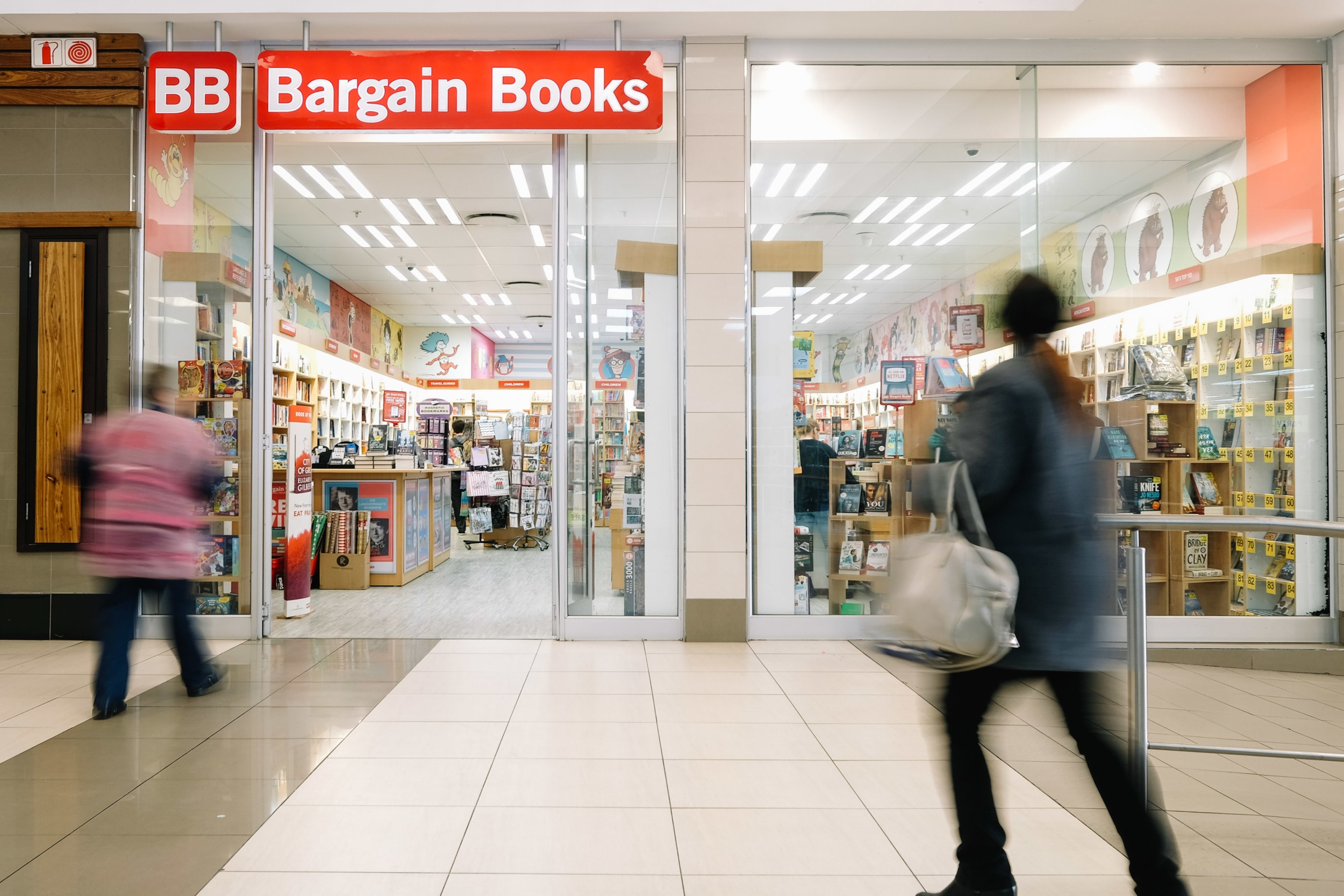 Bargain-Books-at-The-Grove-Mall