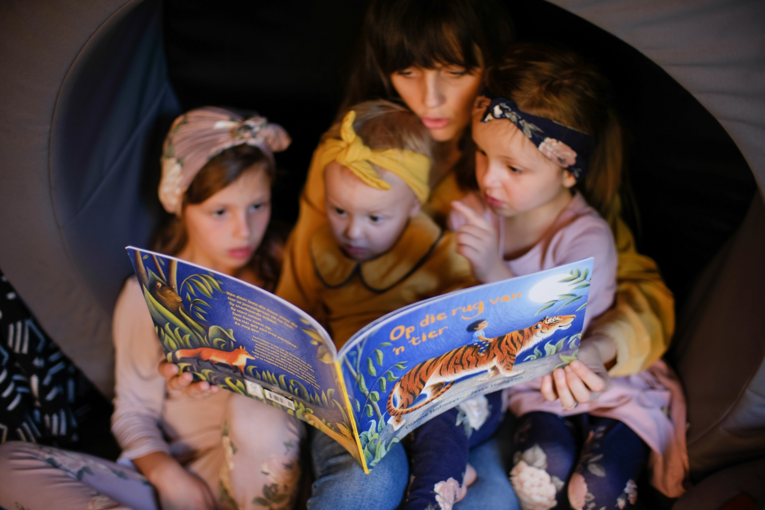 Reading-nook-for-kids