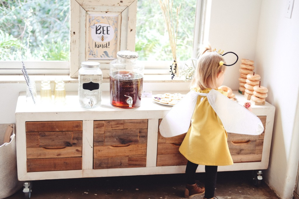bee themed birthday party inspiration172