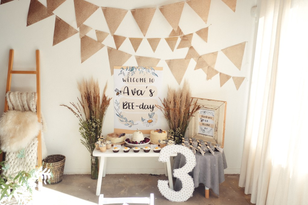 bee themed birthday party inspiration65