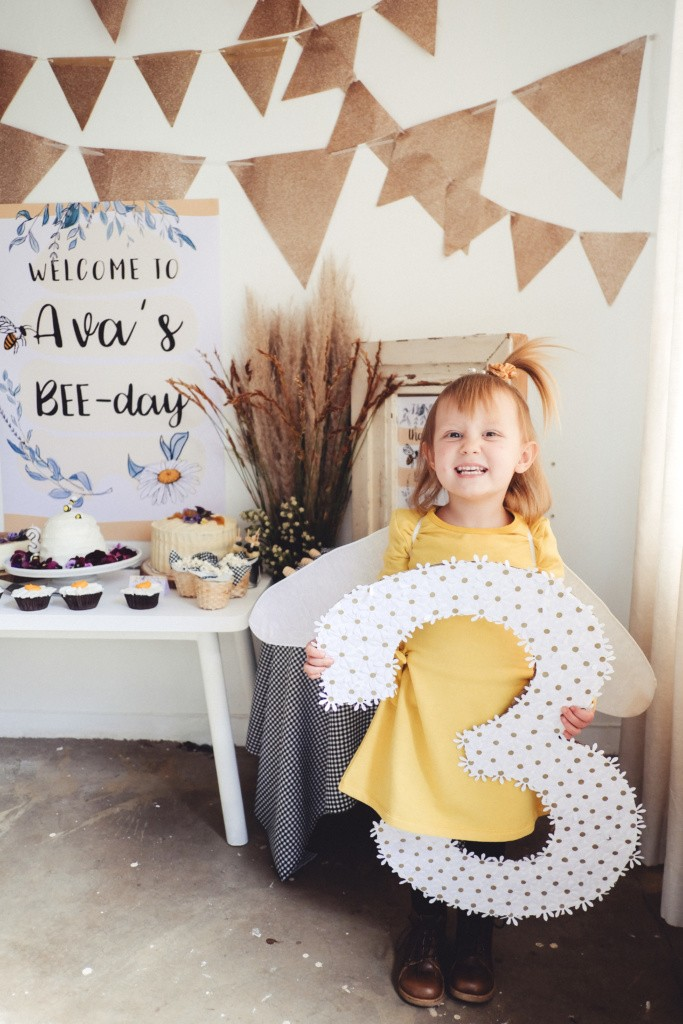 bee themed birthday party inspiration83